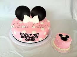 minnie mouse cake with minnie mouse smash cake