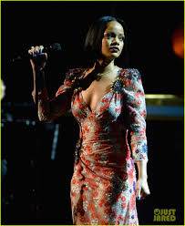 rihanna performs at musicares event for lionel richie photo