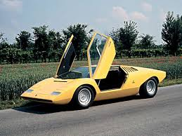 vintage lamborghini this is what it u0027s like to drive a 1985 lamborghini countach