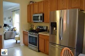 should i paint or stain my oak kitchen cabinets should i paint or stain my kitchen cabinets hometalk