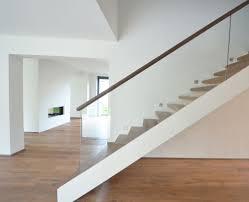 treppen glasgelã nder wohnzimmerz moderne holztreppen with treppen aus holz bei kã ln
