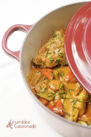cuisine en cocotte en fonte poulet mijoté aux saveurs indiennes recette par crumbles et