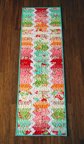 zig zag table runner hope s quilt designs scrumptious zigzag run table runner