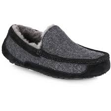 ugg mens sandals sale 16 best mens slipper boots images on slipper boots