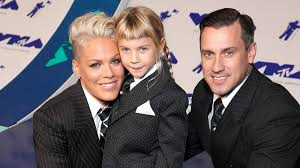 carey hart hair pink says she and carey hart are raising gender neutral children