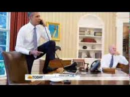 obama at desk obama s foot on oval office desk stirs controversy youtube