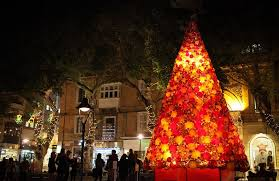 an impressive 7 metre high christmas tree made of 2 000 handmade