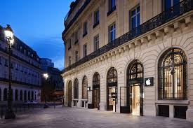 paris apple store apple store in paris hit by new year s eve robbery the verge