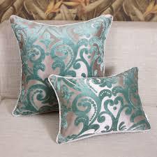 coussin de luxe pour canapé linge de maison le tissu damassé remplit vos meubles de style et