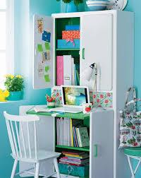 le de bureau pour enfant un buffet transformé en bureau d enfant
