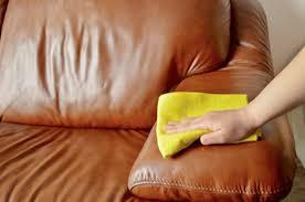comment nettoyer un canapé en cuir jaune comment nettoyer canapé en cuir pour retrouver sa couleur d