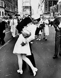 Vancouver Riot Kiss Meme - top 5 most famous kisses ever photographed kiss day gift ideas