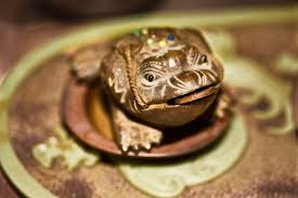 is a horseshoe over house door good feng shui can you attract prosperity and wealth with a money frog