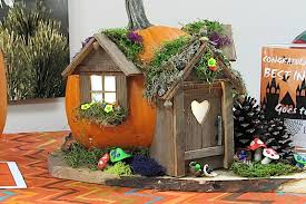 BWWMH pumpkin decorating contest