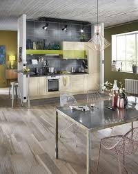 cuisine et parquet carrelage pour cuisine blanche photo cuisine mur vert anis avec un