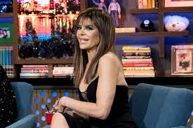lisa rinna hair stylist rhobh s lisa rinna ditches her signature bob see the pics lookbook