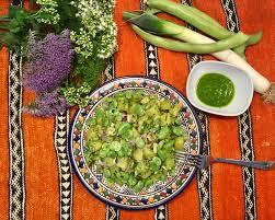 cuisiner les verts de poireaux salade de pommes de terre aux fèves cumin et huile de vert de