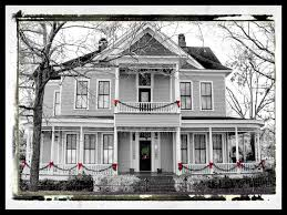Images Of Christmas Decorated Houses Old House Christmas Decorations House Decor