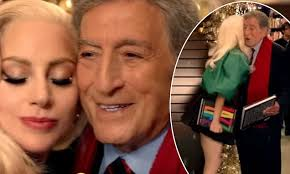 commercial lady gaga barnes and noble lady gaga bumps into tony bennett at barnes and noble in new