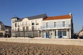 chambres d hotes chatelaillon photos de l hôtel restaurant les flots à châtelaillon plage