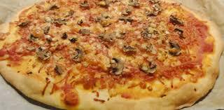 cuisiner une pizza recette de la pizza reine aux fourneaux