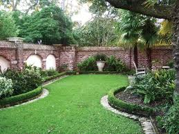 How To Make A Moss Wall by Best 20 Brick Wall Gardens Ideas On Pinterest Brick Courtyard