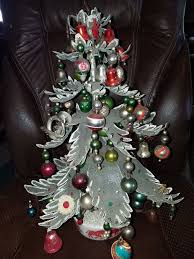 Black Metal Christmas Decorations by Best 25 Metal Christmas Tree Ideas On Pinterest Christmas Tree