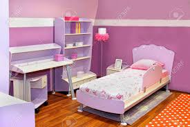 kinder schlafzimmer moderne kinder schlafzimmer interieur mit rosa möbel lizenzfreie
