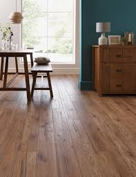 Bevelled Laminate Flooring Schreiber Chicheley Oak Laminate Flooring 1 76 Sq M Per Pack