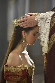 reign tv show hair styles in her dream she was crowned queen like she desired like she
