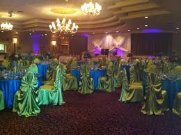 amazing image of turquoise peacock wedding table decoration using