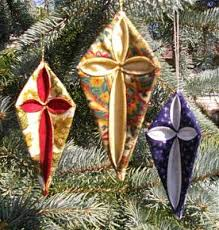cathedral window ornaments the quilt pattern magazine december
