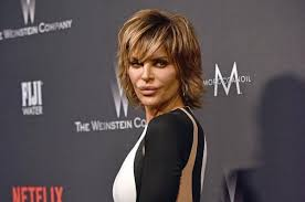 lisa rinna hair stylist lisa rinna swaps her signature shag for long hairstyle upi com
