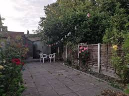 Extra Rooms In House Double Bedroom Leading To Extra Room In House Share With Garden