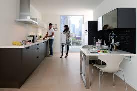 comment am駭ager une cuisine en longueur comment aménager une cuisine en longueur allier petit espace et