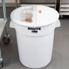 32 cups to gallons fg9g7500wht prosave brute 32 gallon ingredient storage bin with 4
