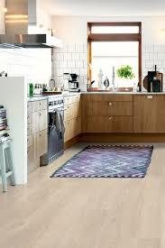 vinyle cuisine parquet dans cuisine carrelage imitation parquet sol intrieur