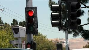 red light cameras sacramento california red light camera critics say yellow lights change too
