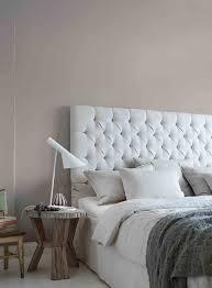 schlafzimmer farben graue wand im schlafzimmer alpina feine farben no 02 nebel im