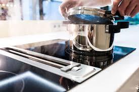 luxus kche mit kochinsel luxusküche nach maß kücheninsel nahtlos aus mineralwerkstoff