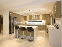 salon et cuisine ouverte cuisine ouverte avec ilot central amenagement cuisine salon