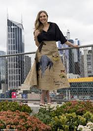 Queen Elizabeth Shooting Elizabeth Olsen Stuns In Dior Photo Shoot In Melbourne Daily