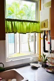 rideaux de cuisine cuisine design rideaux cuisine petit rideau vert pistache 54
