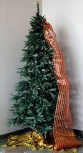 christmas tree decorating with mesh ribbon coo architecture