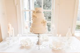 wedding cake table get the look cake table decorating 101 the details