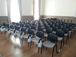 location chaises location tablette écritoire chaise conférence lecourtier location