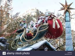 thanksgiving photographs santa u0027s sleigh float 86th annual macy u0027s thanksgiving day parade