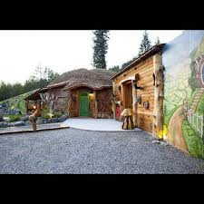 real hobbit house real life hobbit houses and other strange homes for sale