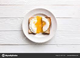 petit plat en chambre chambres d hôtes avec oeuf au plat sur toast photographie