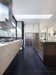 cuisine sol noir decoration revetement sol carrealge noir cuisine moderne armoires